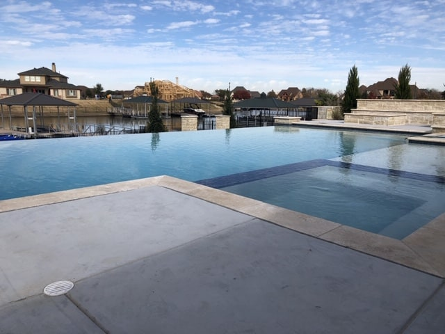 straightline infinity pool